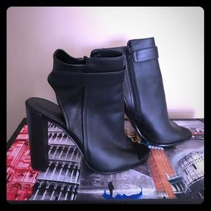 Women's designer shoes , Vince size 9-9.5